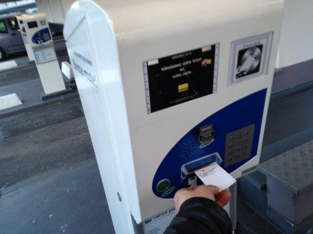 Et si les bornes Vinci pour sortir du parking ne me rendaient plus mon ticket usagé afin de le recycler ?