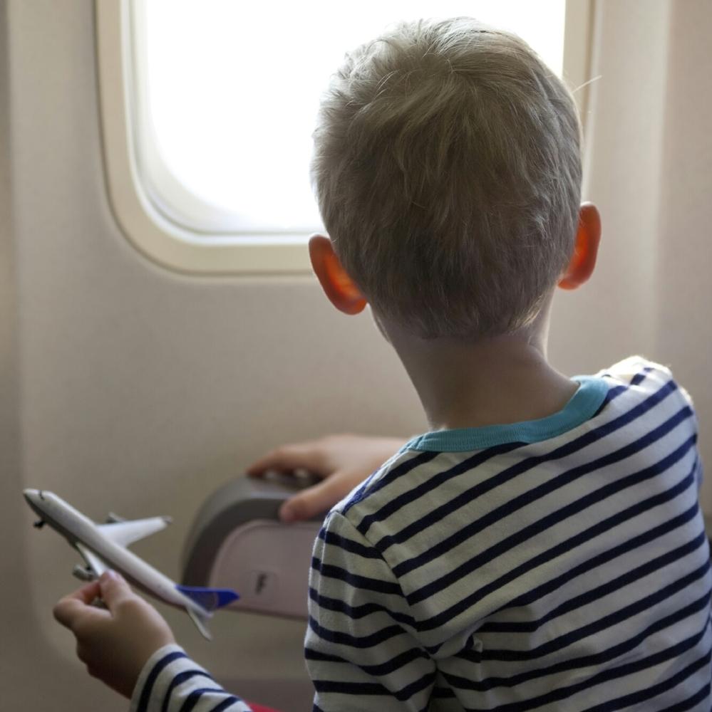 Et si Air France mettait à disposition des jouets de tout âges pour occuper les enfants. Et pourquoi pas des livres aussi, coloriages etc.