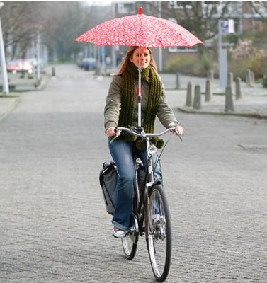 Et si Velib intégrait sur les guidons de ses vélos un porte parapluie pour parer à la météo parisienne ?