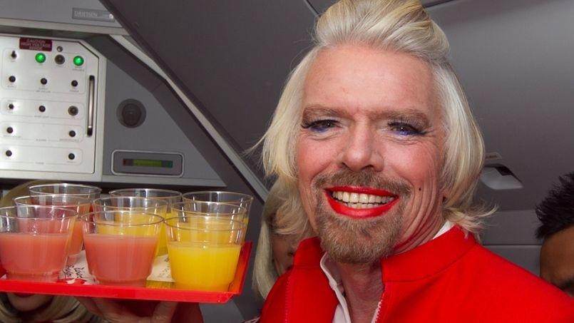 Et si sur Virgin Atlantic, il était possible de jouer le rôle de l'hotesse de l'air comme l'a fait Richard Branson (contre une reduction)