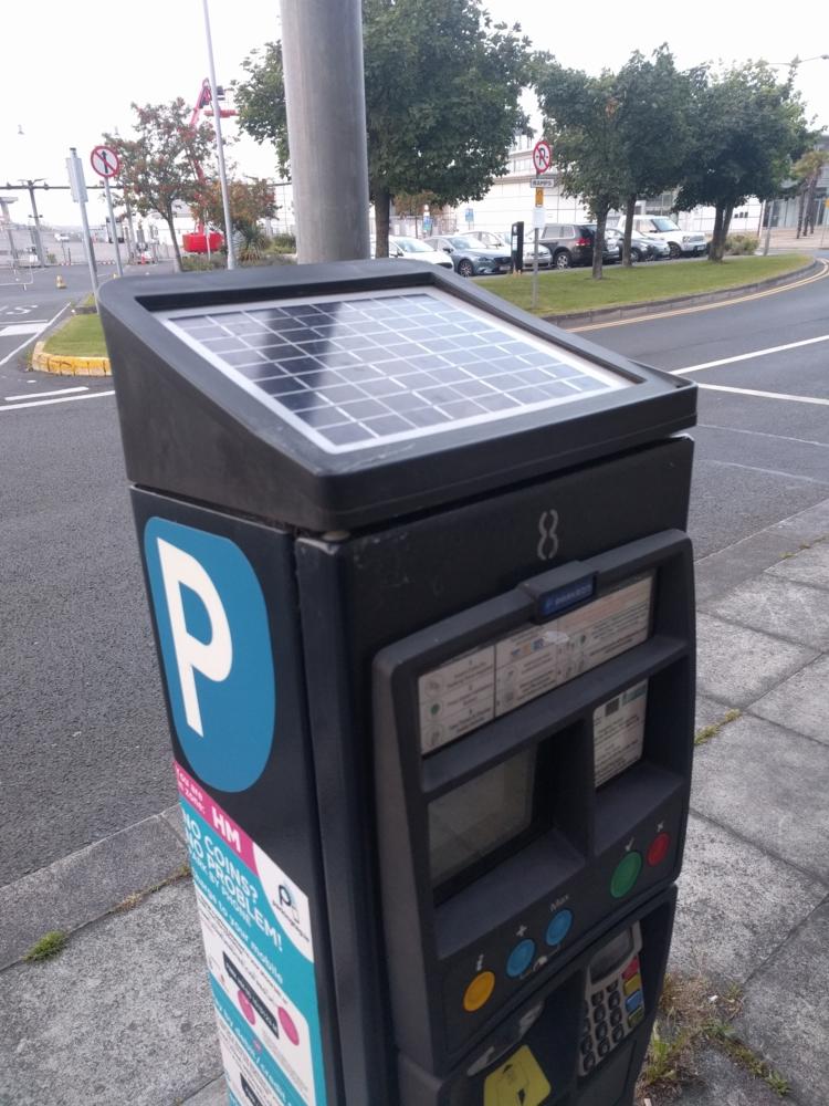 Et si en France aussi, les bornes de parkings fonctionnait aussi à l'énergie solaire ?