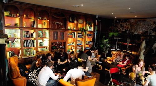 Et si la FDJ s'inspirait des bars à jeux ? Le point de vente idéal: Un espace chaleureux et convivial ou l'on vient jouer entre amis ! :)