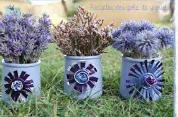 Et si pour la fête des mères on recevait un vase simili pot en dur coloré avec conseils pour fabriquer un joli bouquet de fleurs pour maman?
