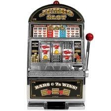 Et si FDJ faisait des distributeurs-jackpot : On met une pièce, on obtiens un ticket au hasard à gratter, ou plus si on est chanceux.