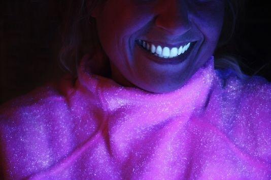 Et si Signal créait un dentifrice qui rend les dents fluorescentes dans le noir quand on s'est lavé les dents 3 min ?