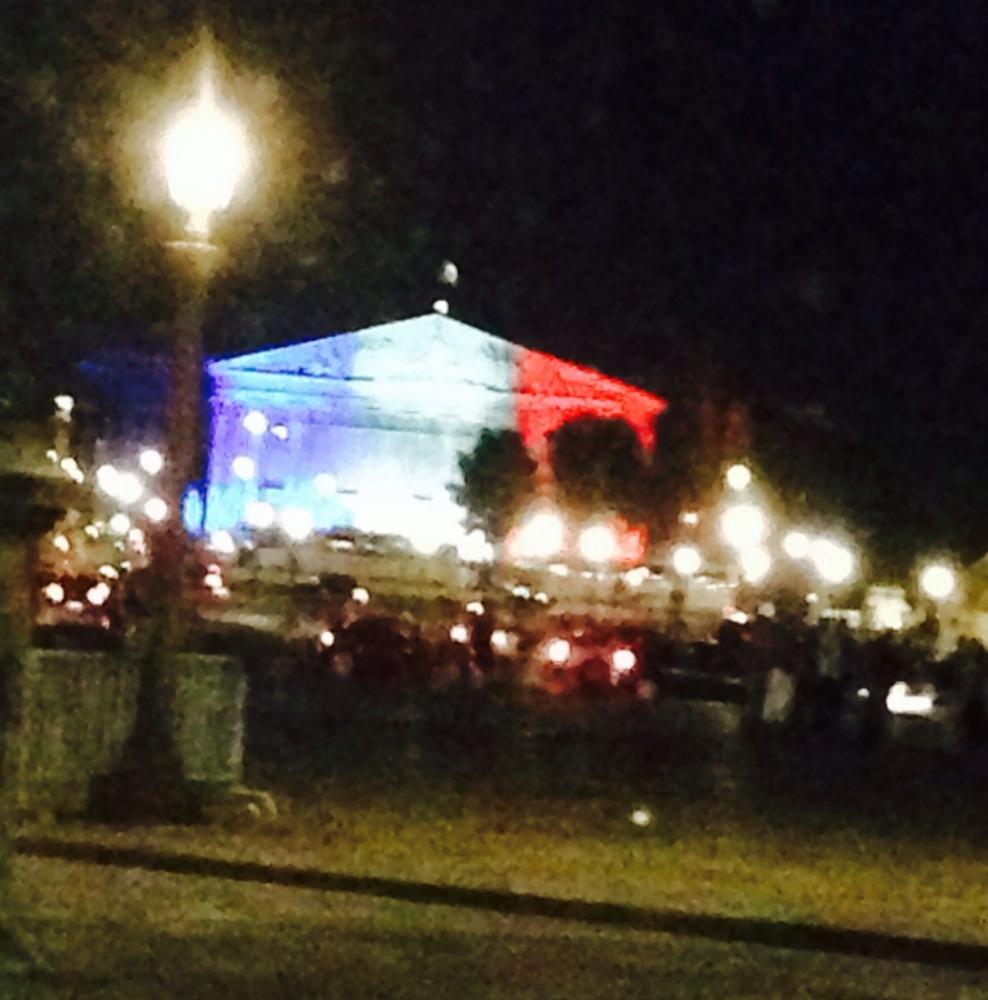 Et si l'Assemblee Nationale restait toujours illuminée en tricolore