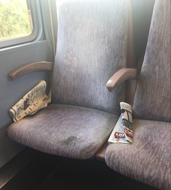 Et si la SNCF mettait plus de poubelles sur les quais pour que les gens ne jettent pas leur journaux sur les bancs et dans les trains ?