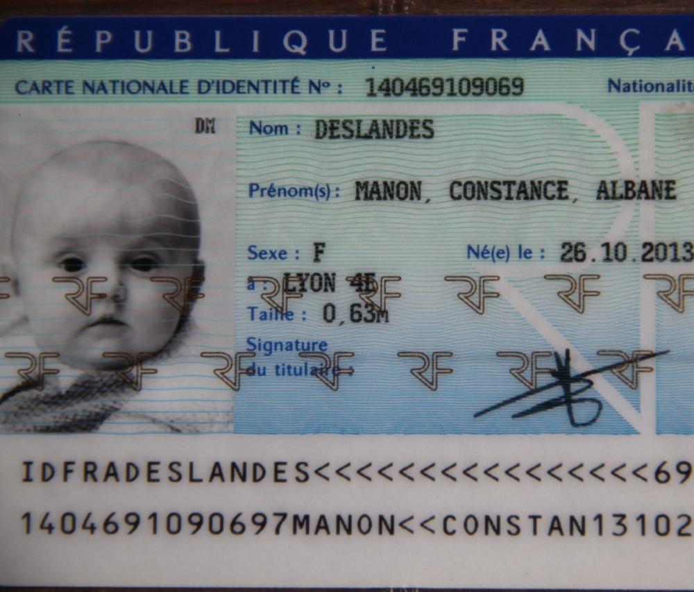 Et si on n'était pas obligé de mettre une photo sur les cartes d'identité des bébés, qui sont valables 10 ans...