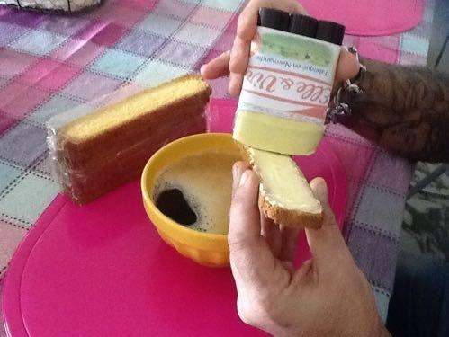Et si Elle&Vire mettait son beurre en stick , ça éviterait de casser mes biscottes , n'est-ce pas Alban ? Le petit déjeuner deviendrais easy