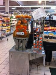 Et si Carrefour installait des machines pour faire son jus de fruit frais à mettre en bouteille soi-même au rayon fruits ?